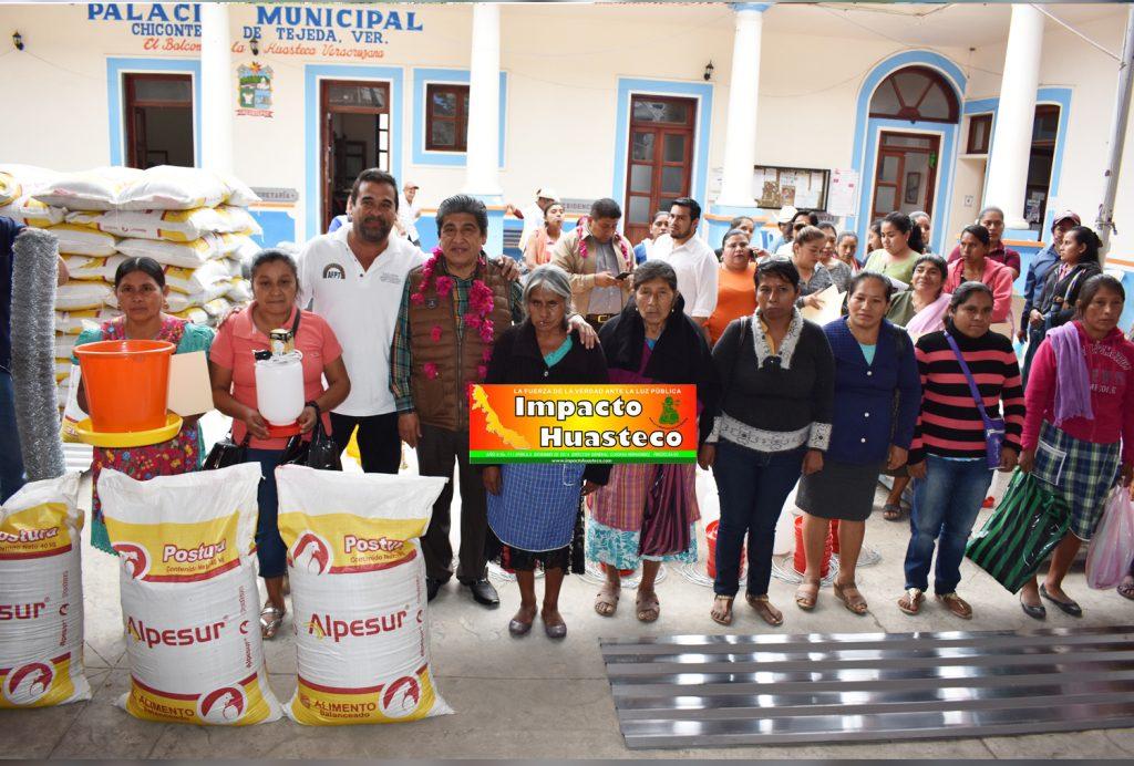 Diputado local entrega 84 proyectos productivos en Chicontepec